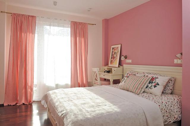 Романтична атмосфера в спалнята