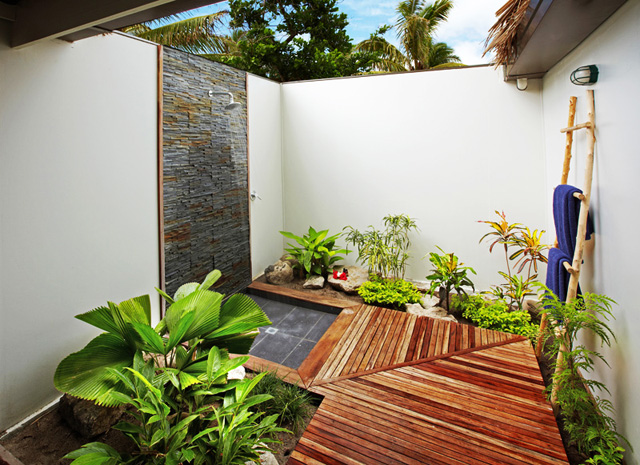 Зона за душ в градината