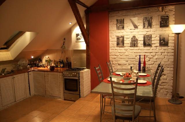 Кухня и трапезария в мансардно жилище