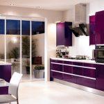 Кухня в тъмно лилаво
