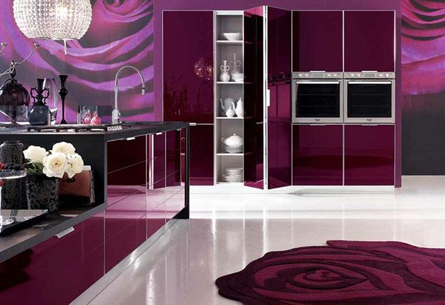 Тъмно лилаво в кухнята