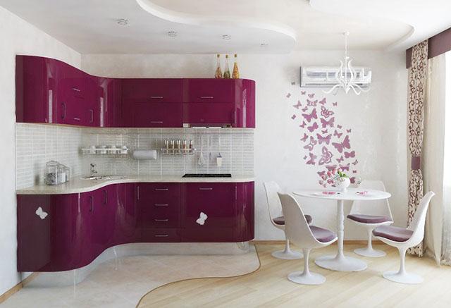 Лилаво и бяло в кухнята