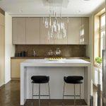 Бар-плотът отделя кухнята от къта за хранене