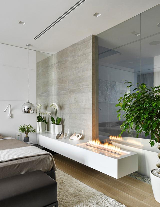 Стъклена стена между банята и спалнята