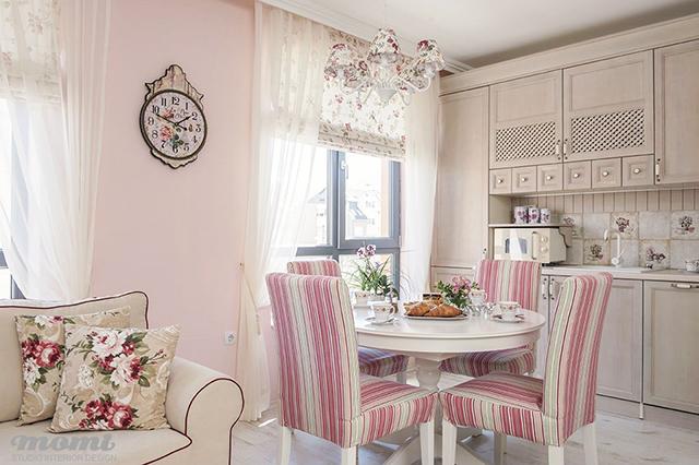 Интериорният текстил допринася изключително за създаването на свежа и романтична атмосфера
