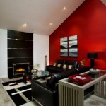 Червена стена в мансардно помещение