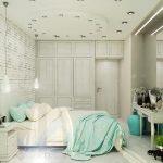 Вариант на спалнята с бели декоративни тухлички на стената и правоъгълно огледало на тоалетката