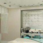 Вариант на спалнята с бели декоративни тухлички на стената и голямо правоъгълно огледало на тоалетката