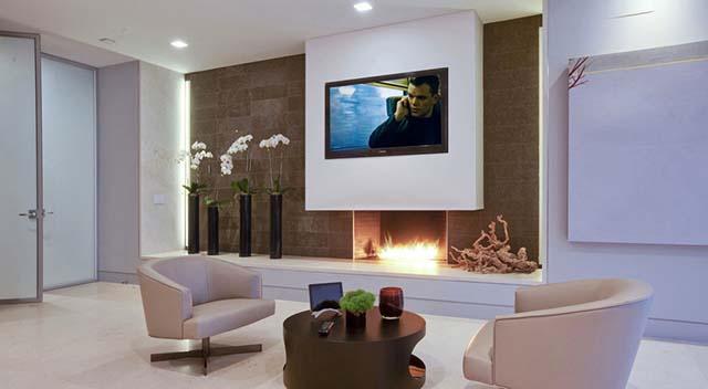 Кът с TV и камина