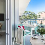 Интериор на малък апартамент с морски мотиви