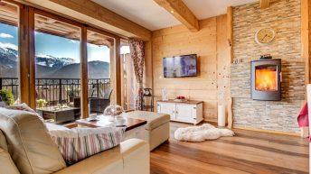 Пътуване във времето или интериор  на апартамент в рустикален стил