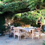 Къде ще обядваме - в градината или на балкона?