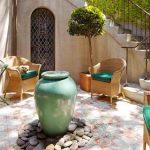 Декорация за малък вътрешен двор