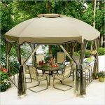 Трапезария на открито, защитена от слънце и дъжд с шатра