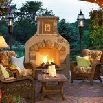 Външната камина е страхотно допълнение към градината, особено в по-хладните вечери!
