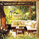 Покрита веранда с камина и градински мебели