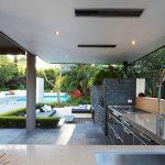 Лятната кухня в двора притежава всички достонства на вътрешната структура