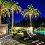 Палми, камина, басейн, романтика... лято и ваканция!