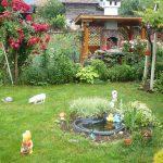 Кът с барбекю в градината на Пламен Симеонов - гара Орешец