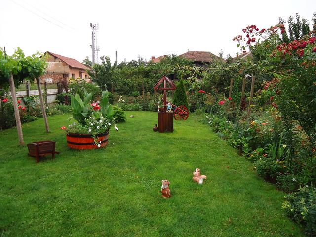 Градината на Пламен Симеонов - гара Орешец