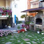 Градинско барбекю в двора