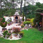 Градина с барбекю