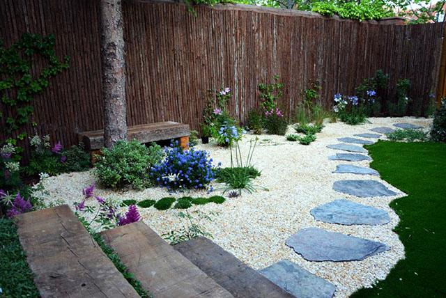 Ситни камъчета и каменни плочи