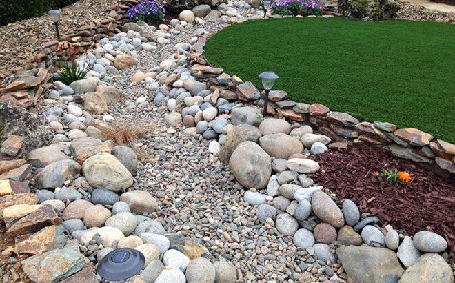 Как и защо в градината потекоха реки от камък…