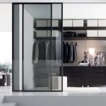 Прозрачните стъклени врати са елегантни, но костват значителна инвестиция