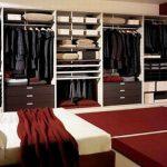 В спалнята би могло и да не се поставят врати на гардеробното помещение...