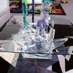 Акрилните масички са ефектна основа за декоративни предмети