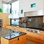 Насоченета светлина улеснява работните процеси в кухнята