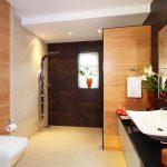 Съвременна баня в духа на японския минимализъм