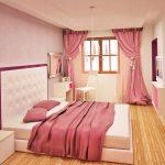 Подът в спалнята за гости е от масивна дървесина