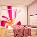 Флоралните мотиви по гардеробите освежават допълнително атмосферата