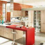 Дори само един червен акцент променя атмосферата в кухнята