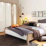 Със смяната на цвета на интериорния текстил спалнята получава съвсем нов изглед