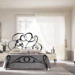 Ефирни цветове за романтична атмосфера в спалнята