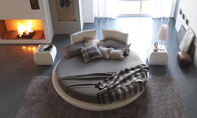 Кръгла спалня с камина