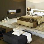 Камина в спалнята - източник на романтика