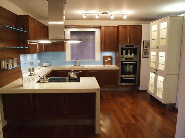 Кухня с П-образен плот