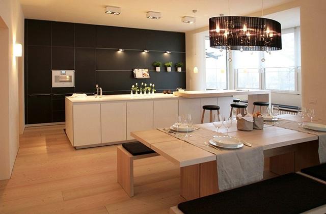 Модерна кухня с кът за хранене