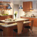 Модерна кухня с кухненски остров