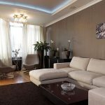 Пастелни стени и бели мебели