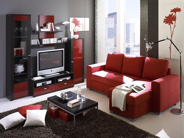 Червени мебели в дневната
