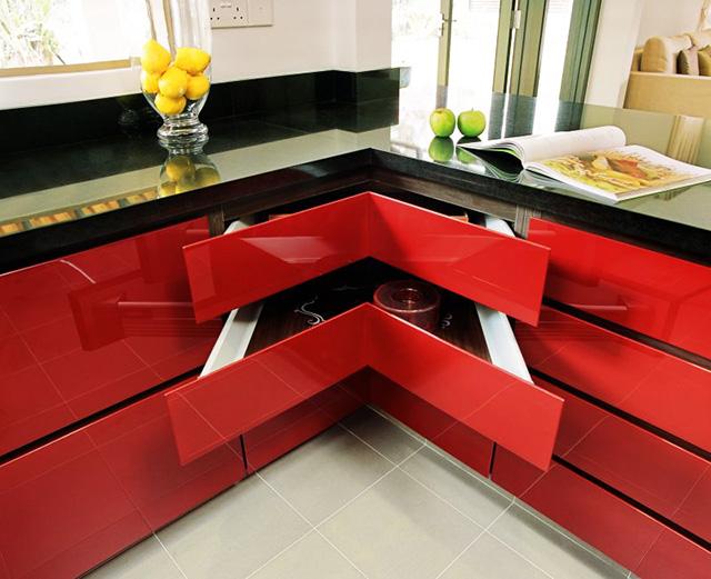 Кухня с ъглови чекмеджета