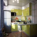 Малка кухня в жълто зелено