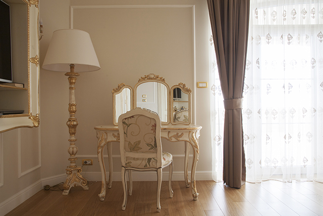 Италиански мебели от Клас Интериор - тоалетка
