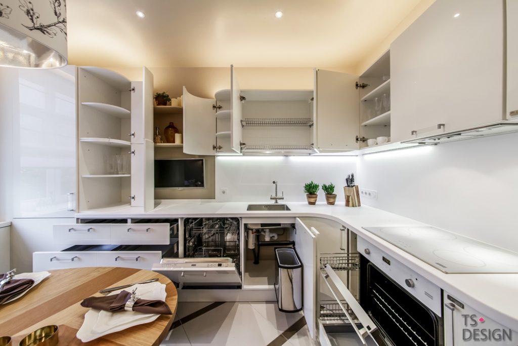 Кухня в бяло и зелено