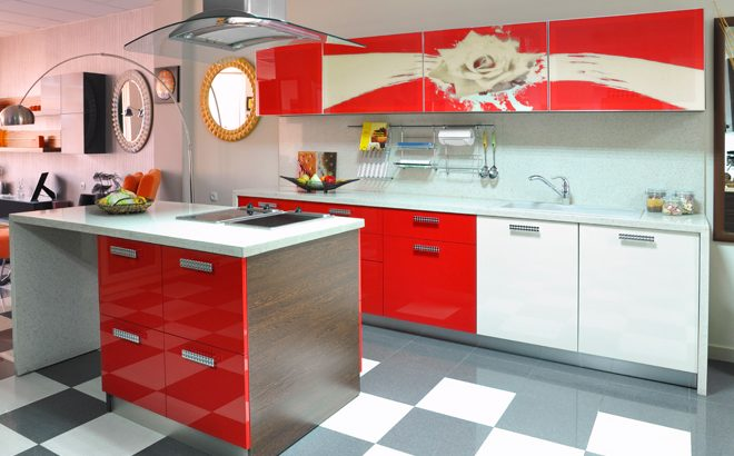 """Кухни с рисувано стъкло от """"Висота"""""""